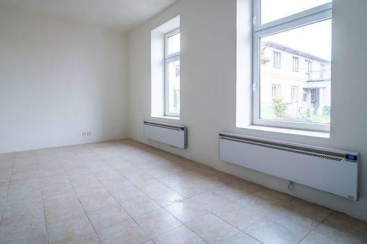 prodej bytu garsoniera osobni vlastnictvi 27m slabce okna