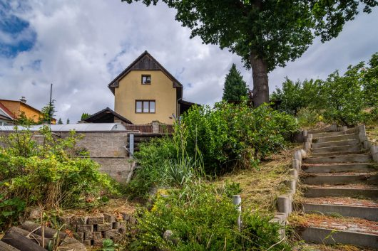 prodej chata chalupa 62m chlumec strizovice schody